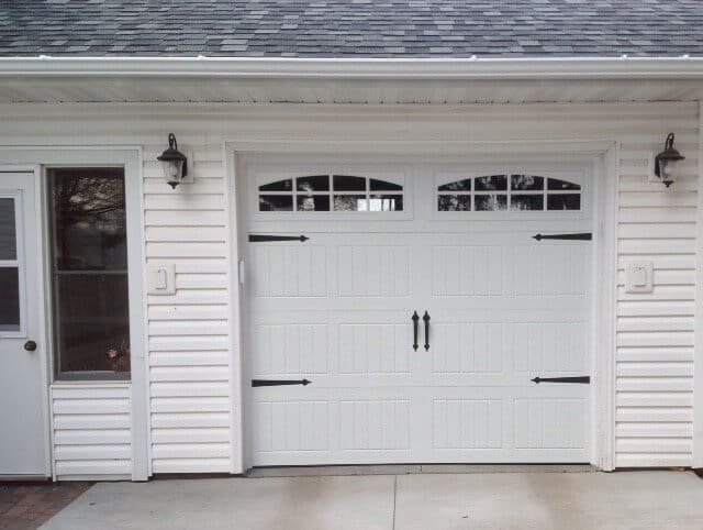 199V5 05RA1 8 X 7 Thermacore Door White With Stockton 2 8 Lite Arch Windows  (Decorative Spear Hardware)